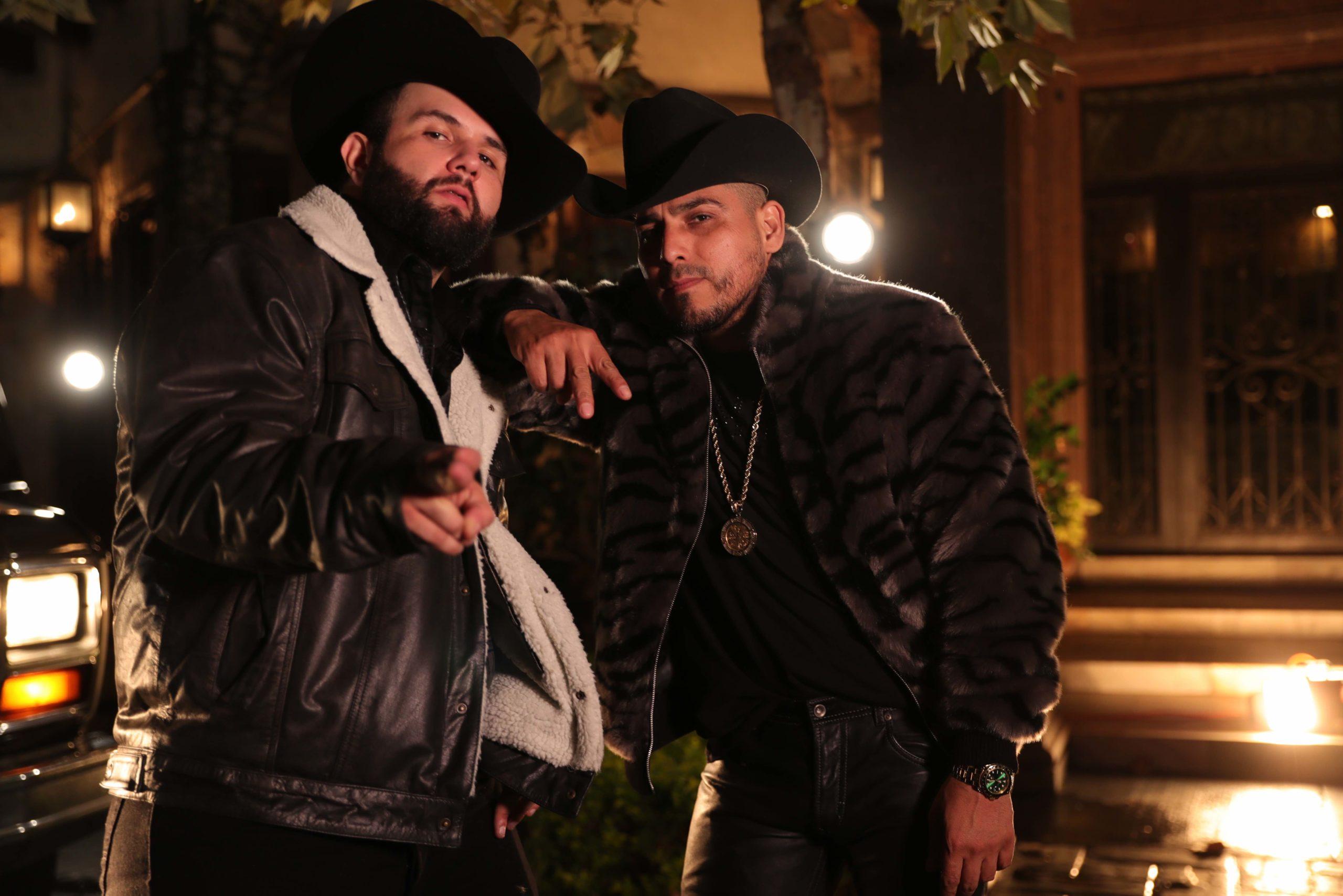 Espinoza Paz ft. Carin Leon - Como Duele Equivocarse (Video Oficial)